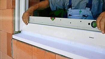 montaż ciepłego parapetu finestre